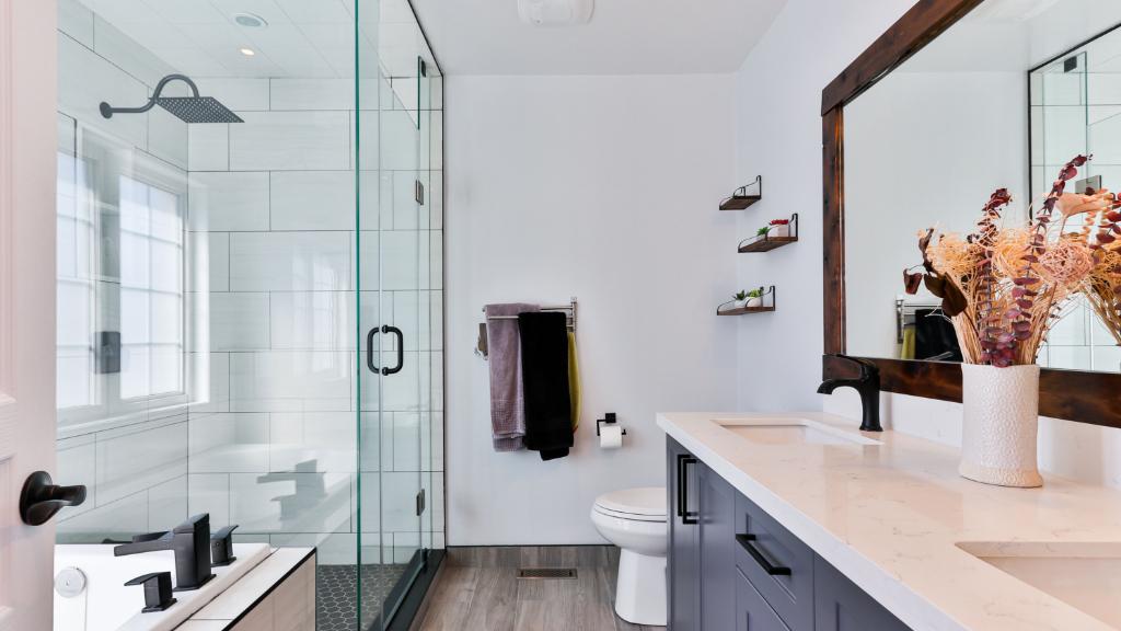 Bathtoom with a shower