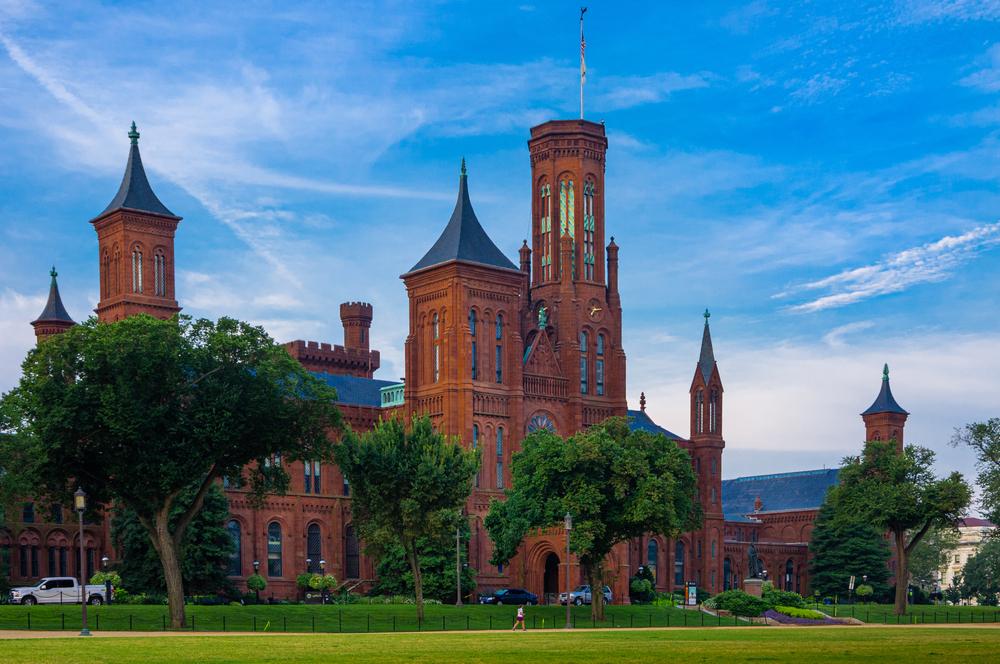 Smithsonian Institution, Smithsonian Castle